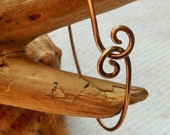 Gold Love Knot Bracelet, Gold Knot Bangle, Gold Bangle, Reverse Cuff, Reverse Closing Minimal Bracelet, Twisted Bracelet, Boho Jewelry,