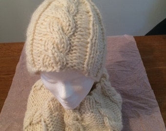 Bonnet and twisted snood