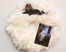Magnetic Cat Wreath //  Chalkboard Cat //  2 x 3 Acrylic Frame // White Fur // 3 Silver Bells // Twine Bow // Personalized Name // Cat Gift