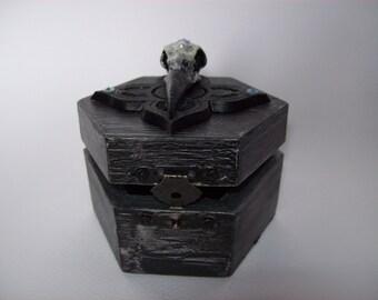 Skull box by Raven-Raven skull box