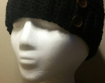 Beanie with 2 bamboo wood buttons