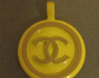 Vintage Chanel CC logo charm pendant - Yellow color