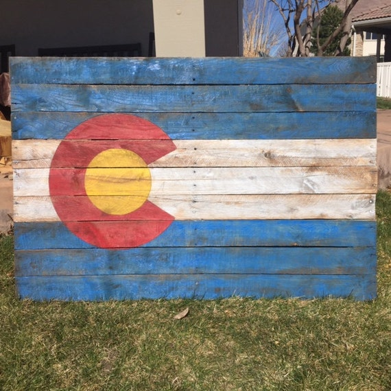 Distressed American Flag Coffee Table: Colorado Distressed Pallet Flag