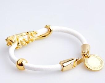 ART47 White Leather Bracelet with Golden Lizard