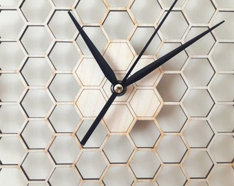 Minimal honeycomb wood wall clock - Hexagonal - Home decor - Without numerals - Modern - Unique - Beekeeper