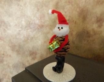 Whimsical Pinecone Santa figurine - 2016/48