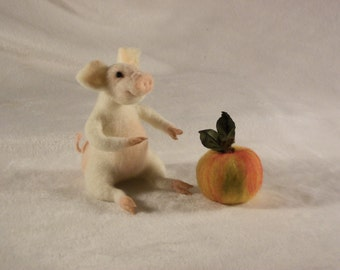 Needle Felted Pig with Apple, Wool Art Sculpture, Pig with Apple Doll,Piglet, Felted animal