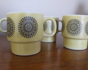 SALE 20% OFF - Vintage Gold Medallion Stacking Mugs - Set of 4 / Vintage Gold Medallion Mugs / Retro Mugs / Retro drinkware / retro kitchen