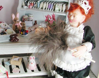 Dollhouse miniatures, feather duster in miniature for the spring cleaning in the doll's House. 1:12, doll, collectors