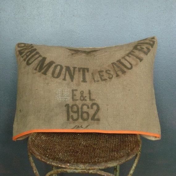 coussin en toile de jute vintage sac grains d houssable. Black Bedroom Furniture Sets. Home Design Ideas