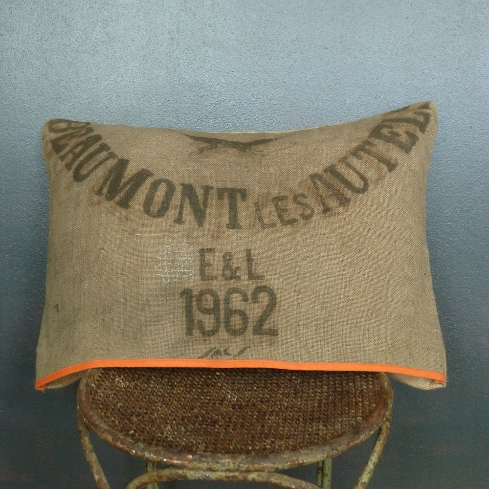 coussin en toile de jute vintage sac grains d houssable. Black Bedroom Furniture Sets. Home Design Ideas
