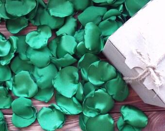 100 green Petals of Satin,Fabric Petals,emerald petals,Artificial Petals Handmade,emerald petals,Table Scatter,Party Décor,table decoration
