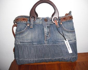 Rigid bag in jeans, wooden handles and shoulder strap