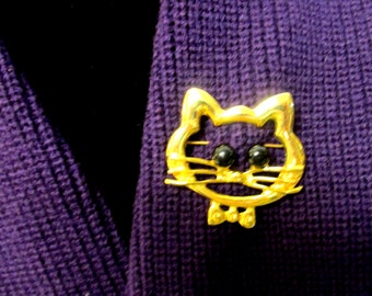 Goldtone pin of Cat's Face