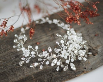 Bridal Headpiece, Wedding Hair Vine, Bridal Hair Vine, Bridal Hair Accessories, White Wedding Haedpiece, Bridal Halo, Ornament, Tiara.