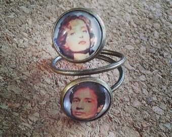 Mulder and Scully 'The X Files' ring
