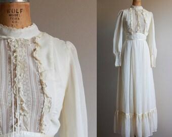 1970s Gunne Sax Style Creme Wedding Dress