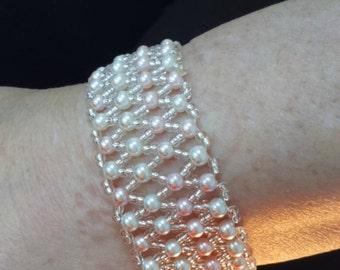 faux pearl netted bracelet