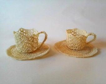 Cups with saucers in starched crochet cotton.