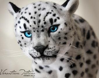 Handmade Needle Felted Wool Animal Sculpture Snow Leopard: Ghost