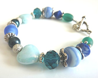 Blue Bead Bracelet.  A Gorgeous Bracelet with a Contrast of Blue and Silver Tone Beads.  Chunky Beaded Jewellery in Shades of Blue.