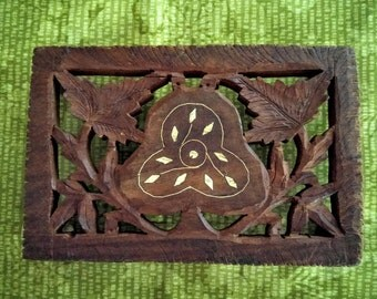 1970s Wood Stand Inlay Trivet, Hand Carved Leaf Floral India Home Living Decor