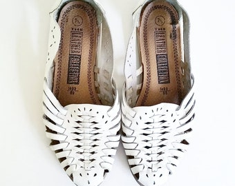 Vintage white leather huaraches sandals!