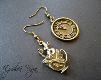 Alice in Wonderland earrings - Tea time