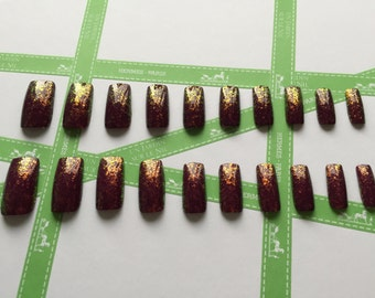 Set of 20 hand painted false nails with flakie nail laquer
