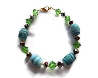 Green beaded bracelet and swarovski faceted handmade jewelry