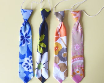 Goodwood Ready! - New Old Stock - Retro 60's Retro Floral Print Boy's Ties with elastic