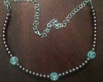 Chain link and beaded necklace