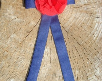 Fabric brooch pin navy bleu and red flower