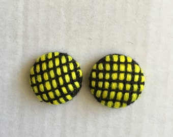 20mm Textured Yellow/Black Check Studs