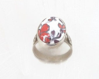 Shabby red flowers ring, vintage little ring, red faience ring, handmade faience ring, red little ring, outstanding red ring, romantic ring.