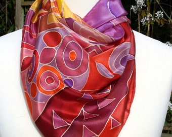"""Silk scarf in silk crepe de chine. """"Klimt"""" red coloring game. Hand-painted."""