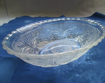 Vintage Anchor Hocking Sandwich Glass Oval Bowl
