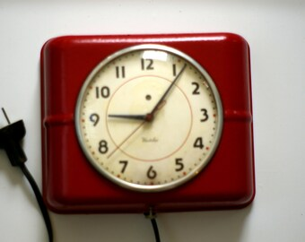 Vintage Red Westclox Belfast S7-A Mid-Century Electric Kitchen Clock; Works!