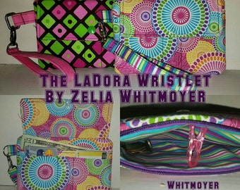 The LaDora Wristlet Pattern  (PDF FILE ONLY)