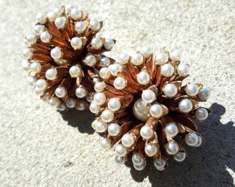 Fireworks brooch with white pearls