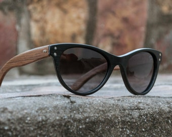 Black sunglasses, acetate and wood eyewear model Chipre, pinup vintage sunglasses, womens eyewear, customizable