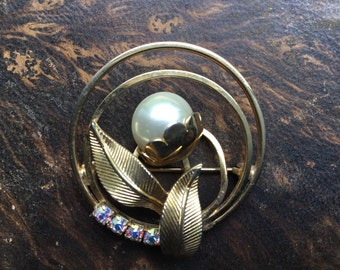 Vintage Leaf and Pearl Pin