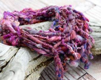 Statement type yarn chain scarf gloriously, relaxingly, light and warm decorating