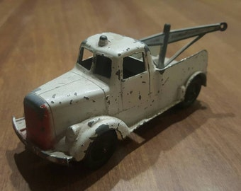 Tootsietoy Die Cast Metal Tow Truck with Rubber Wheels and Boom