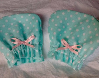 Blue & pink NB scratch mittens