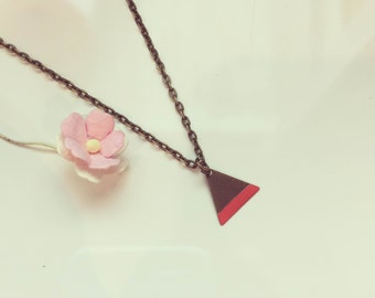 Short chain triangle of salmon, vintage, graphic, summer, trend colours, pastel