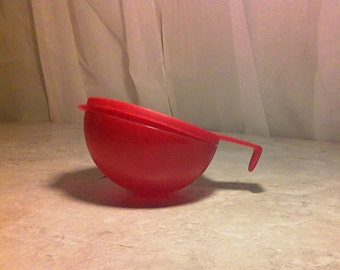 Vintage Tupperware Tomato Keeper