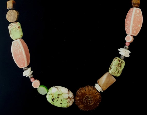 Green and Pink Beaded Necklace / Pastel Pink Necklace /  Chunky Stone Necklace / Hippie Necklace / Natural Stone / Boho Jewelry / NA61035