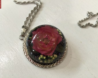 Preserved flower exclusive rose necklace