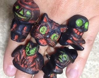 RINGS Assorted Halloween Adjustable Ring - Pumpkin Cat Skull Witch Bat - Novelty Kitsch Primitive Salem Vintage Antique - Resin Hand Painted